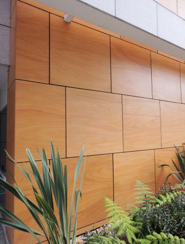 Paneles de madera para fachadas se crea un patio de m x m - Paneles madera exterior ...